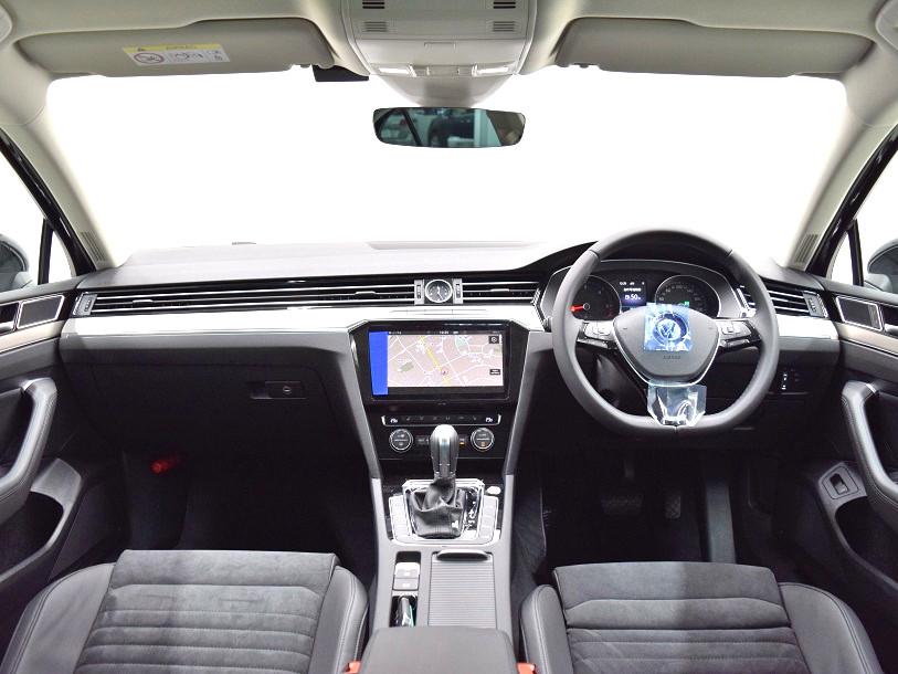 クリーンディーゼル【登録済未使用車】 Passat TDI Eleganceline純正ナビ・ ETC ・バックカメラ装着車の画像4