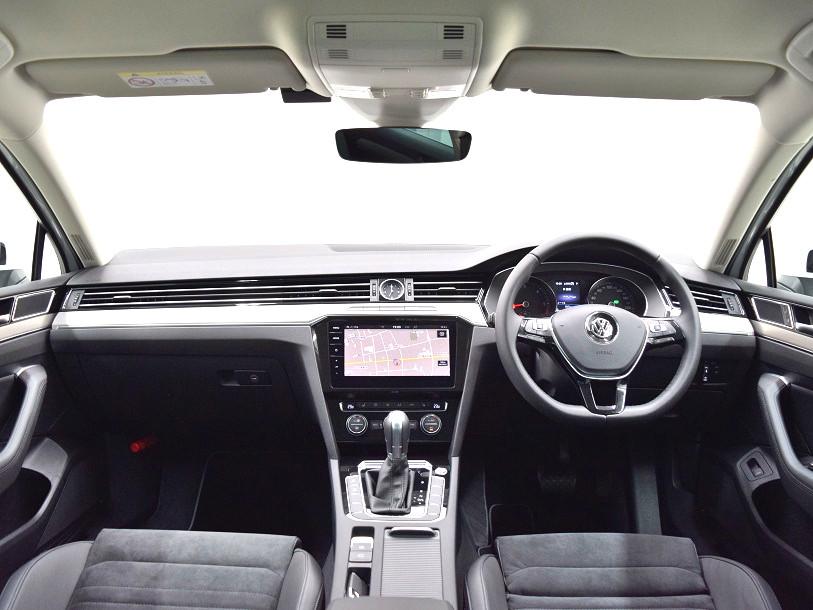 クリーンディーゼル【元社有車】Passat TDI Eleganceline 純正ナビ・ ETC ・バックカメラ装着車の画像4