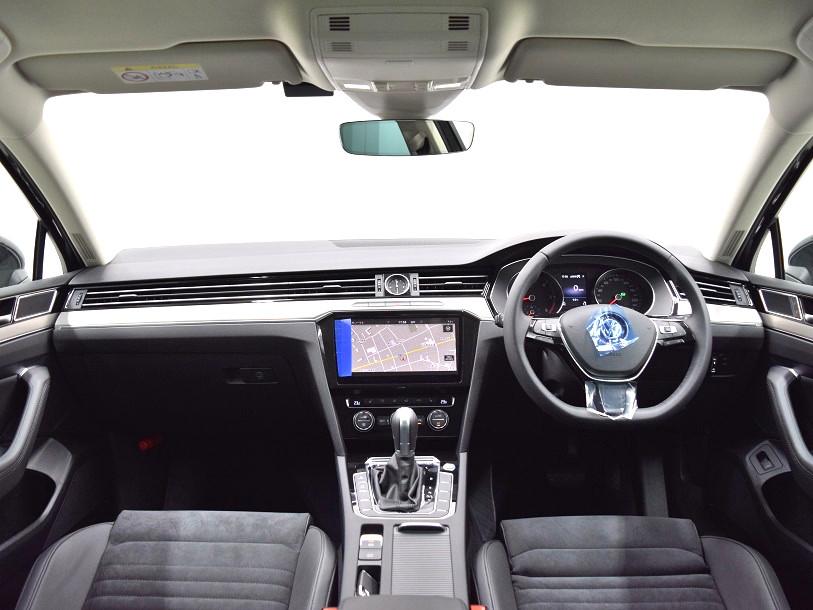 クリーンディーゼル【登録済未使用車】Passat TDI Eleganceline 純正ナビ・ ETC ・バックカメラ装着車の画像4